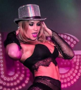 Sexy Burlesque optredens op extra podium